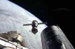 """""""Союз"""" с тремя космонавтами на борту отстыковался от МКС (видео)"""