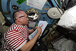 Начало подготовки к выходу в космос