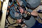 Проверка пульта связи в шлюзовом отсеке СО1