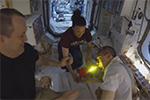 Торт на Дне Рождения командира МКС Эндрю Фьюстела 25 августа