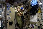 Как космонавты спят на МКС